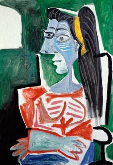 Femme Dans Un Fauteuil, Les Bras Croisés. Buste